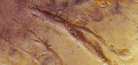 Surface fractures on Mars